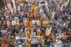Miasto Nowy Jork budynki biurowi przy nocą Zdjęcie Stock