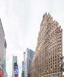 MIASTO NOWY JORK, CZERWIEC - 2013: Times Square reklamy na chmurnym dniu nowy Zdjęcie Stock