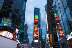 MIASTO NOWY JORK, Dec - 25, 2010: Times Square z DOWODZONYMI reklamami na Broadway przy nocą, Manhattan na Dec 25, 2010 w Miasto  zdjęcia royalty free
