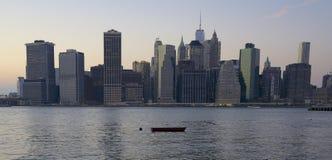 Miasto Nowy Jork linia horyzontu, łódź Zdjęcie Stock