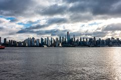 Miasto Nowy Jork linia horyzontu ranku słońca Trójgraniasty budynek fotografia royalty free