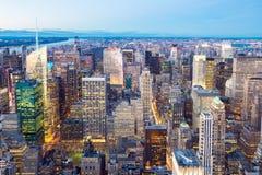 Miasto Nowy Jork linii horyzontu półmrok. Obraz Royalty Free