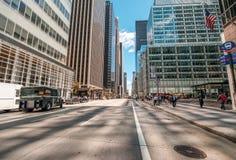 MIASTO NOWY JORK, MAJ - 21: Piękny widok fifth avenue na Maju 21 Zdjęcie Royalty Free