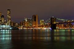 Miasto Nowy Jork Manhattan budynków linii horyzontu nocy wieczór Zdjęcie Stock