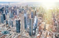 Miasto Nowy Jork od śmigłowcowego punkt widzenia Środek miasta Manhattan i Hudson jardy na chmurnym dniu zdjęcie royalty free