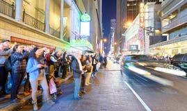 MIASTO NOWY JORK, PAŹDZIERNIK - 21, 2015: Turyści na linii w ulicie Obraz Royalty Free