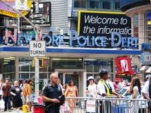 Miasto Nowy Jork policja Zgłębiająca w times square Zdjęcie Stock