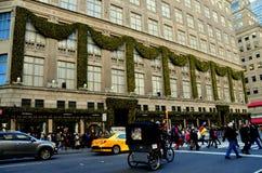 Miasto Nowy Jork: Saks fifth avenue Fotografia Royalty Free