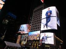 Miasto Nowy Jork, Sierpień 3nd: Times Square Reklamuje nocą w Manhattan w Miasto Nowy Jork zdjęcia stock