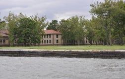 Miasto Nowy Jork, Sierpień 2nd: Ellis wyspy Muzealni budynki od hudsonu w Miasto Nowy Jork Fotografia Royalty Free
