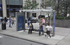 Miasto Nowy Jork, Sierpień 2nd: Przystanek Autobusowy od Manhattan w Miasto Nowy Jork Obraz Royalty Free