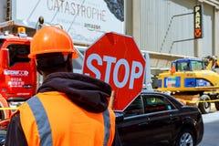 MIASTO NOWY JORK, usa - 04, 2017: Drogowe pracy w Manhattan, Miasto Nowy Jork budowa drogi Zdjęcia Stock