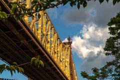 Miasto Nowy Jork, usa/- JUL 27 2018: Queensboro mosta przyglądający up zdjęcie stock