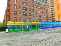 Miasto Nowy Jork, Usa - Maj 02, 2016: Coney Island boardwalk, Brighton plaża, Brooklyn, usa Obrazy Stock