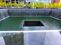 Miasto Nowy Jork, usa - Maj 01, 2016: Pomnik przy punktem zerowym wybuchu, Manhattan, upamiętnia terrorystycznego ataka Wrzesień Fotografia Royalty Free