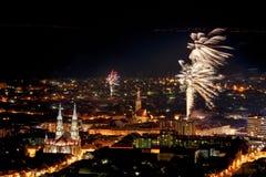 Miasto panorama z fajerwerkami Obrazy Royalty Free