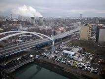 Miasto panorama z rzeką i mostem -, wybuchu piec obraz stock
