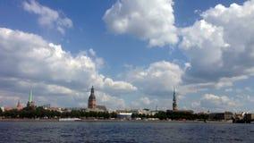 Miasto panoramy czasu Ryski upływ zbiory