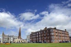 Miasto park pod niebieskim niebem Zdjęcie Stock