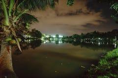 Miasto park w nocy z miejsce spoczynku Krajobraz th obraz royalty free