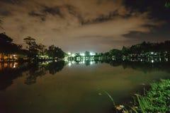 Miasto park w nocy z miejsce spoczynku Krajobraz th obrazy royalty free