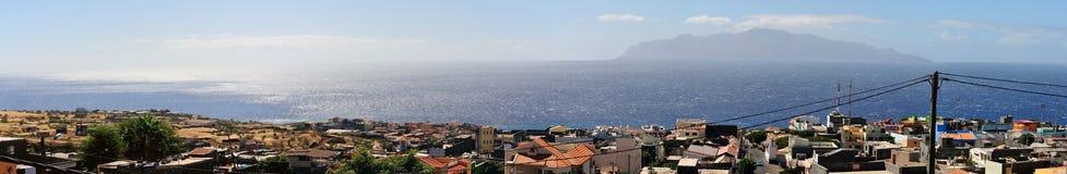 Miasto patrzeje wyspę Obraz Royalty Free