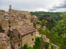 Miasto Pitigliano w Tuscany, Włochy po zmierzchu obraz royalty free