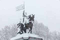 Miasto po miecielicy: zabytek zakrywający z śniegiem książe Vladimir zdjęcie royalty free
