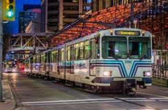 Miasto pociąg przy w centrum Calgary fotografia stock