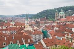 Miasto Praga, republika czech Miasto od wzg?rza, dom?w, roffs i ulic, 2019 24 fartuch obrazy stock