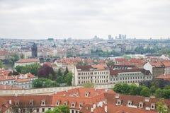 Miasto Praga, republika czech Miasto od wzg?rza, dom?w, roffs i ulic, 2019 24 fartuch fotografia stock