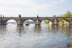 Miasto Praga, republika czech Widok most od rzecznego Vltava i rzeka Wiosna 2019 24 fartuch Podr??y fotografia obraz stock