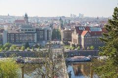 Miasto Praga, republika czech Widok od góry mosty i rzeka Wiosna 2019 24 fartuch zdjęcie stock