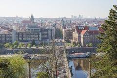 Miasto Praga, republika czech Widok od g?ry mosty i rzeka Wiosna 2019 24 fartuch obraz stock