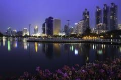 Miasto przy mrocznym dobrym widokiem Fotografia Royalty Free