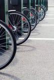 Miasto roweru stojak z bicyklami Obrazy Royalty Free