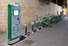 Miasto roweru wynajem na deptaku stary miasto Yafo w Tel Aviv-Yafo w Izrael Obrazy Royalty Free