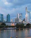 Miasto, rzeka, evening frankfurt magistrala Germany Zdjęcia Royalty Free