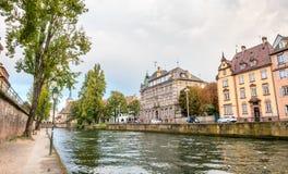 Miasto scena wzdłuż rzeki Strasburg Fotografia Royalty Free