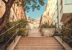 Miasto schodki między kolorowymi dziejowymi domami w starym terenie Sztokholm i bicykle, Szwecja Obrazy Stock