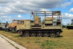 Miasto Togliatti Eksponat Techniczna muzeum P-286 kabla warstwa na podstawie artylerii ATS-59G ciągnika obrazy stock