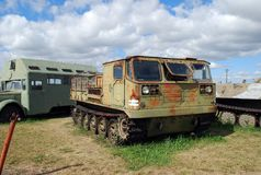 Miasto Togliatti Techniczny muzeum K g sakharov Eksponat muzeum ATS-59G gąsienicowy szybkościowy artyleryjski ciągnik zdjęcia royalty free