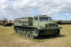Miasto Togliatti Techniczny muzeum K g sakharov Eksponat muzealny średni artylerii ATS-59 ciągnik obraz stock