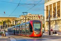 Miasto tramwaj na ulicie Casablanca, Maroko Zdjęcie Royalty Free