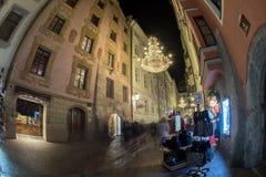 MIASTO ulica z bożonarodzeniowe światła INNSBRUCK AUSTRIA, GRUDZIEŃ - 29,2015 - Fotografia Royalty Free