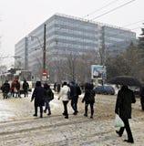 Miasto ulicy pod śniegiem w marszu Obrazy Royalty Free