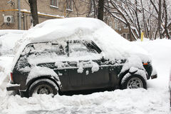 Opad śniegu w mieście. Zdjęcie Royalty Free