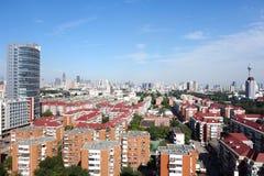 Miasto w niebieskim niebie Zdjęcia Royalty Free