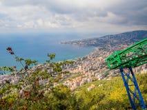 Miasto widok z wierzchu wagonu kolei linowej w Jounieh, Liban zdjęcia stock