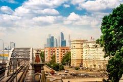 miasto widoku Moscow miasta centrum biznesu, most Zdjęcia Stock